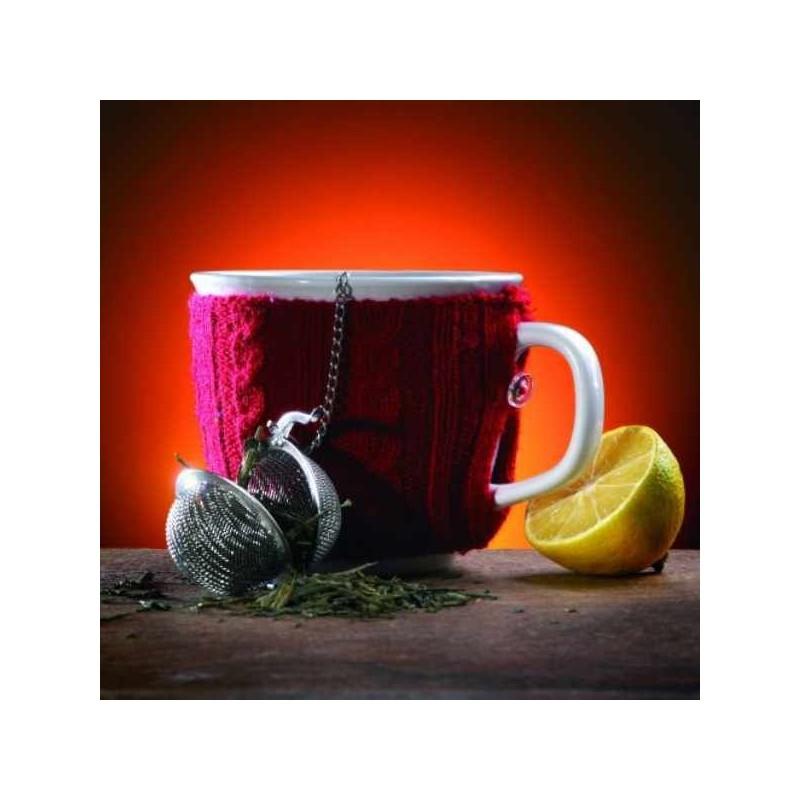 Veľký hrnček s čajom a sitkom na čaj