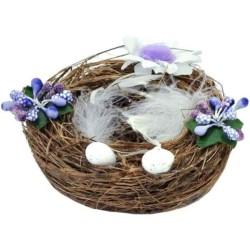 Prútený veľkonočný košík s vajíčkami