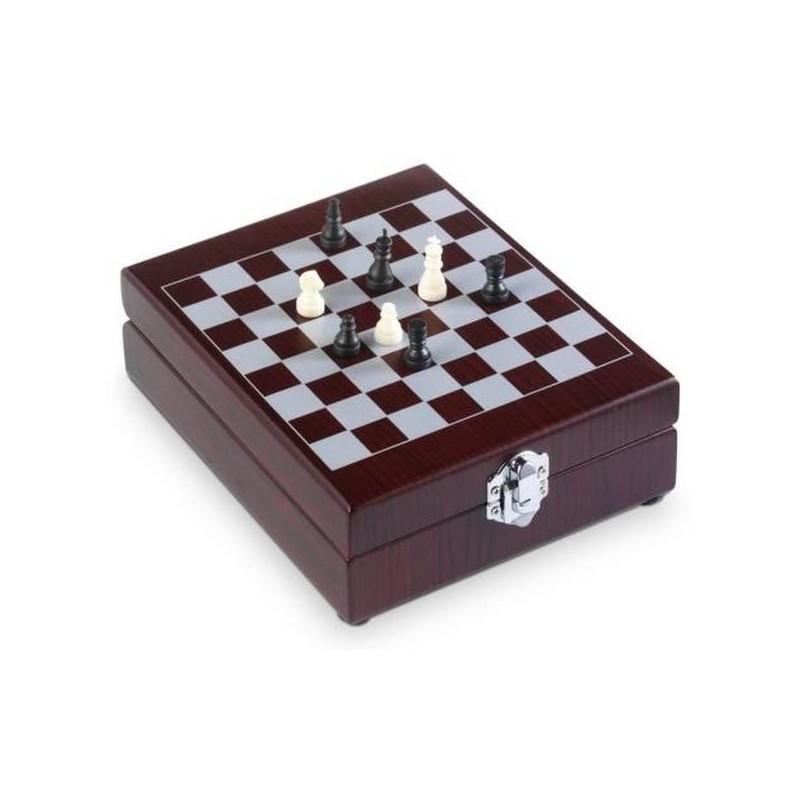 Šachovnica so sadou na víno